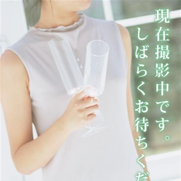 コトリ【スレンダー巨乳の黒髪美人】
