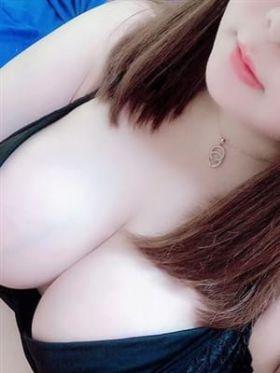 クルミ【超巨乳・素人】|北海道風俗で今すぐ遊べる女の子