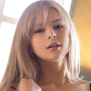 アイリス【スーパー癒し系美女!】 | ブロンドワールド(札幌・すすきの)