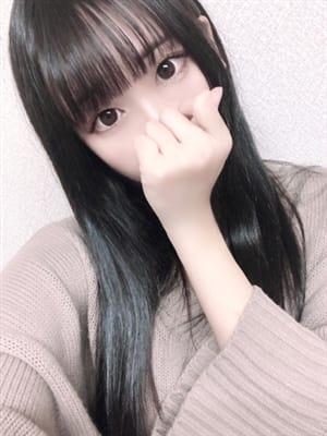ここ【愛嬌抜群な黒髪清楚美少女】