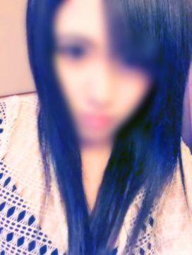 綾波ミレイ|ピュアブルーで評判の女の子