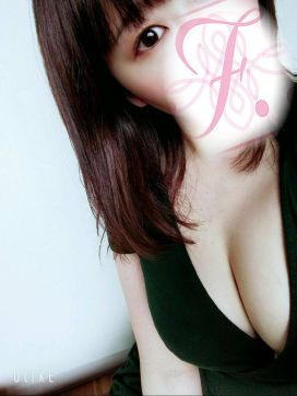 椎名ゆめ|F..(エフ)で評判の女の子