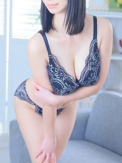 ふみえ【「神乳」驚愕の美巨乳!】
