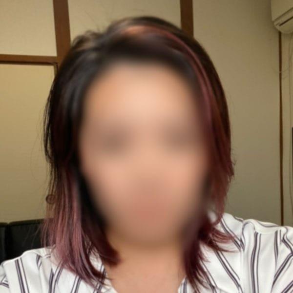 新人彩乃(あやの)