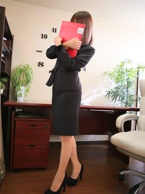 こと【スーツの似合う美人系】