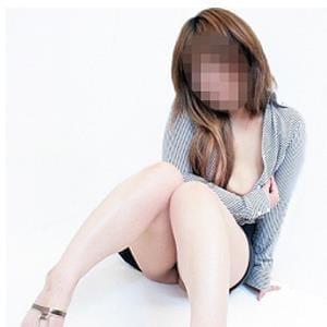 真希(まき)(26)