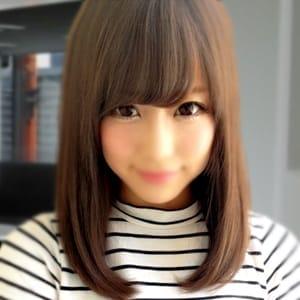 ひとみ【モデル顔負けの美人!】