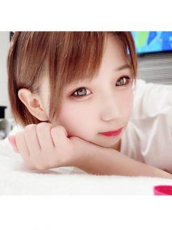 ねる【細見で妹系のロリカワ娘】 azianでおすすめの女の子