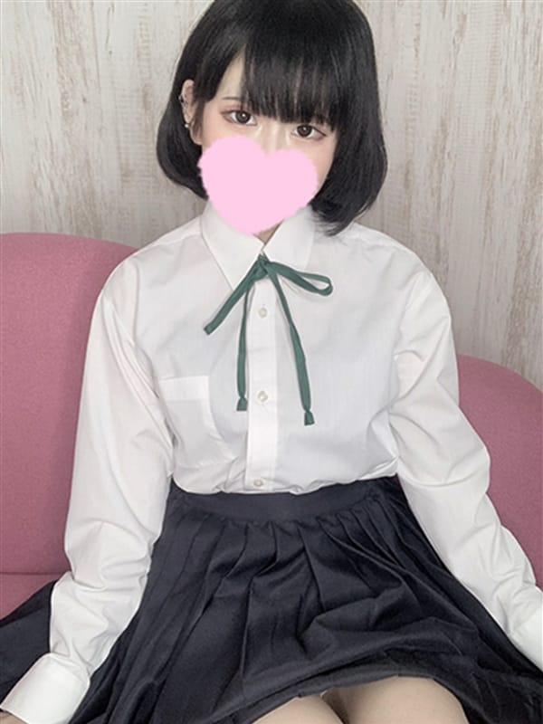 りあ【低身長黒髪ロリな妹系美少女♬】
