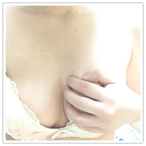 「出勤٩( 'ω' )و」01/18(01/18) 16:00 | みちるの写メ・風俗動画