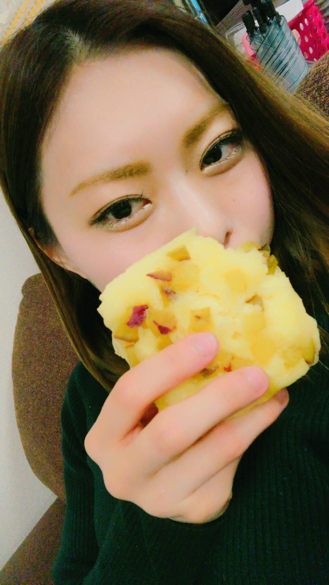 「ごはんたべてる」02/26(02/26) 23:58   はづきの写メ・風俗動画