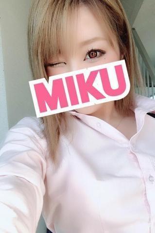 「おはよーん」10/29(10/29) 13:30   みくの写メ・風俗動画