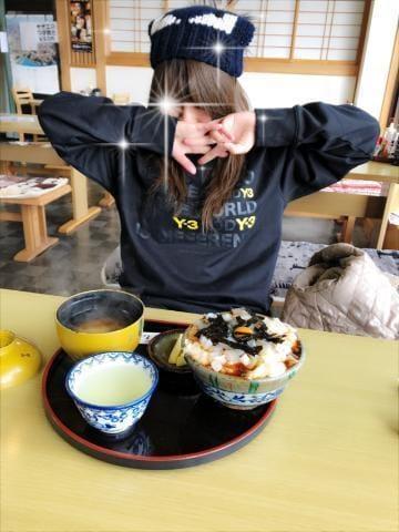 「イカ丼(゚∀゚)」12/10(12/10) 16:26   ウサギの写メ・風俗動画