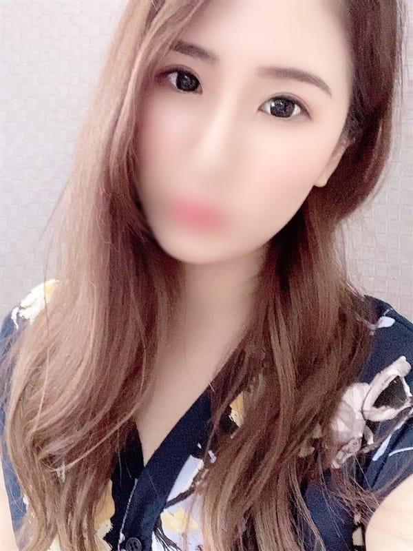 ゆら【清楚系スレンダー美巨乳】