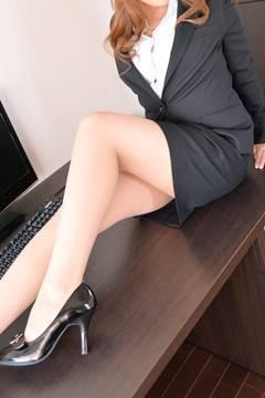 ユイ|オフィスラブで評判の女の子